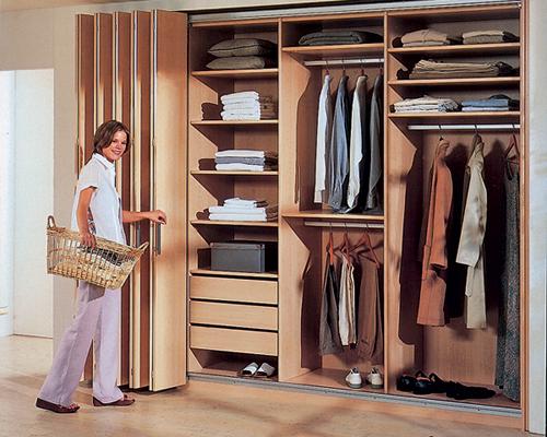 Как сделать складную дверь в шкаф