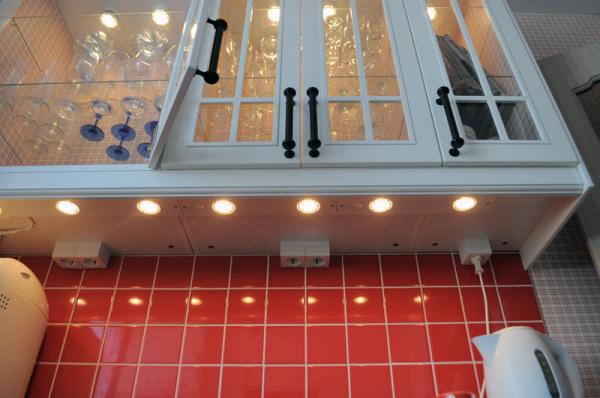 Внутренняя подсветка шкафов кухонного гарнитура своими руками