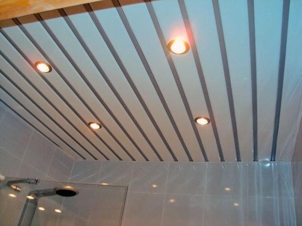 реечный потолок для ванной