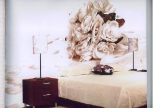 Фотообои в спальне: современное решение для стен и потолка