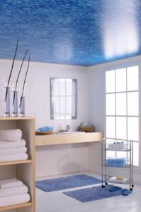 Потолок в ванной комнате: варианты отделки и окраски