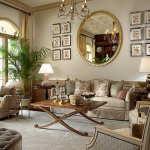 Гостиная в классическом стиле: светлые стены и темная мебель